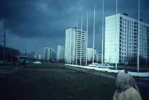 Ulitsa Bakinskich Komisarov 28/ from Leninsky Prospekt from east/photo 1983/photographer M Glendinning